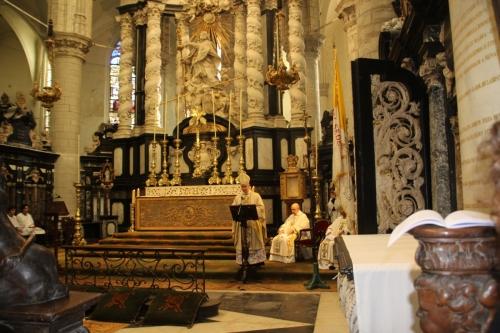 171021-13 Bisschop begint aan homilie